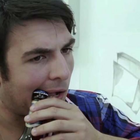 Fana de bière ? Faites vous implanter un décapsuleur dans la bouche !