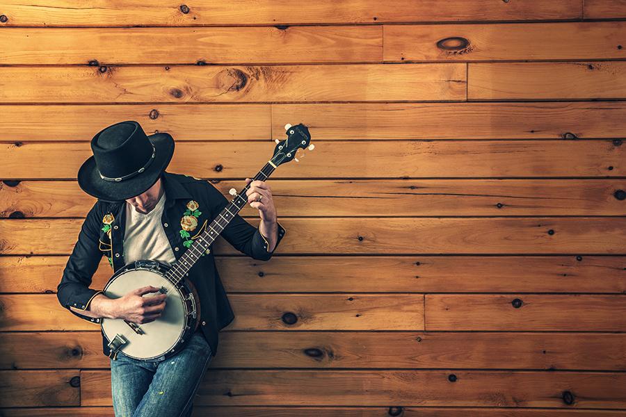 mec cool joue banjo