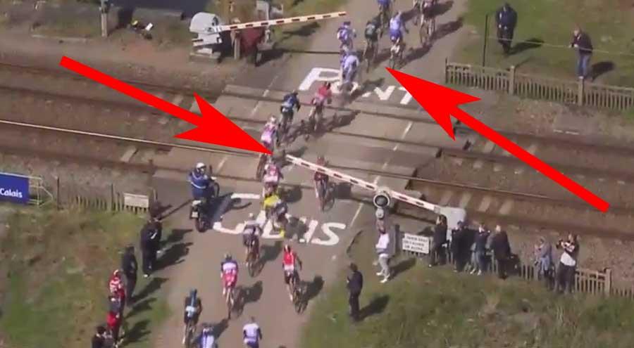Je n'en crois pas mes yeux : un train stoppe la course Paris-Roubaix !!