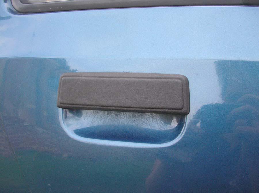 Ce qu'il découvre sous sa poignée de porte vous fera réfléchir à deux fois avant d'ouvrir votre voiture !