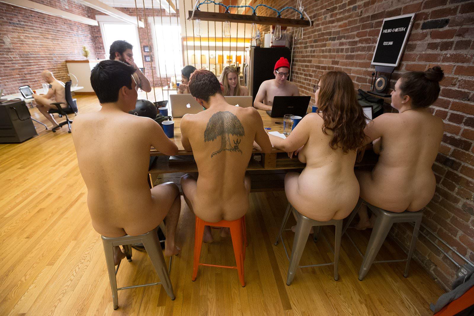 réunion de boulot sans vêteùent