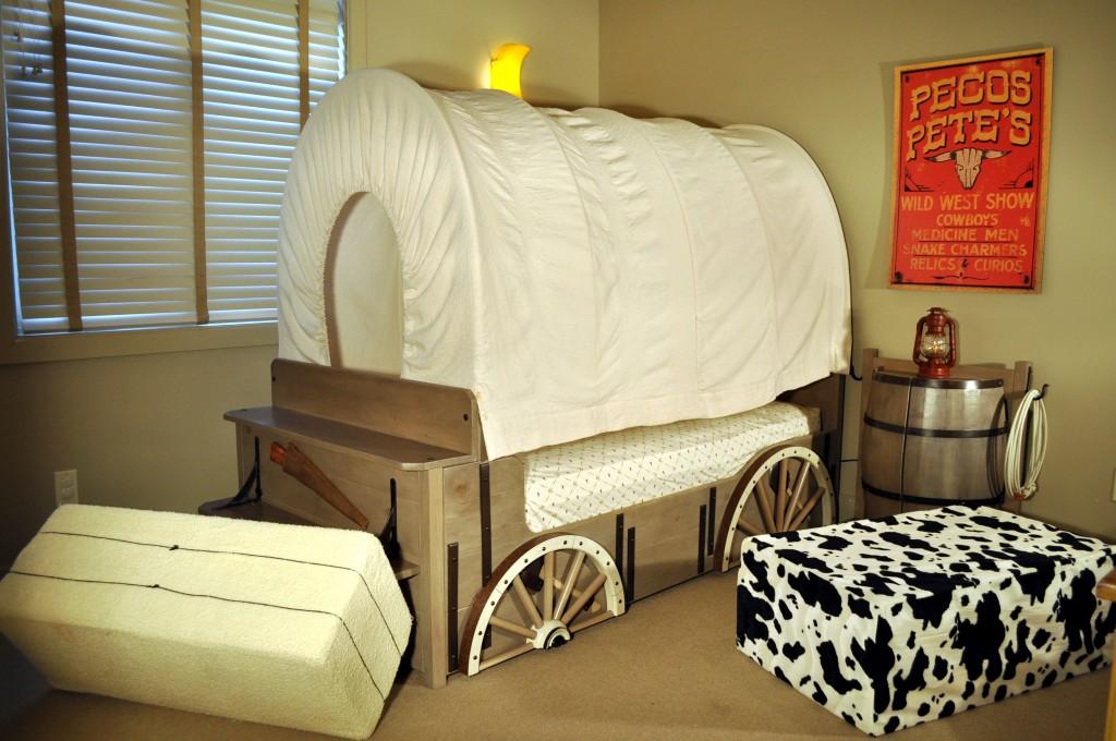 80 lits et chambres qui vous donneront envie d 39 aller vous recoucher buzz tri. Black Bedroom Furniture Sets. Home Design Ideas