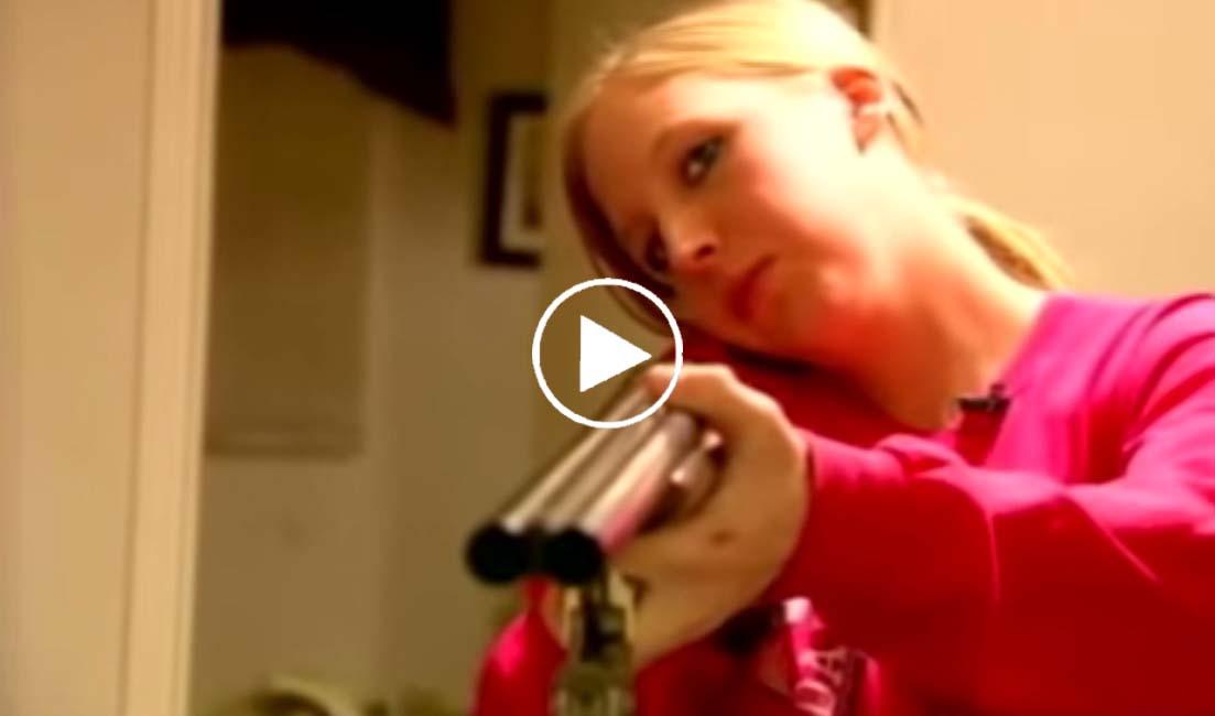 Elle appelle la police pour avoir l'autorisation de tuer les cambrioleurs !