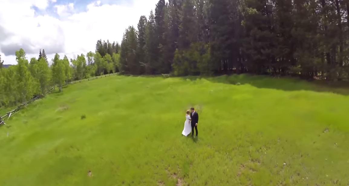 Il filme un mariage avec un drone quand tout à coup…