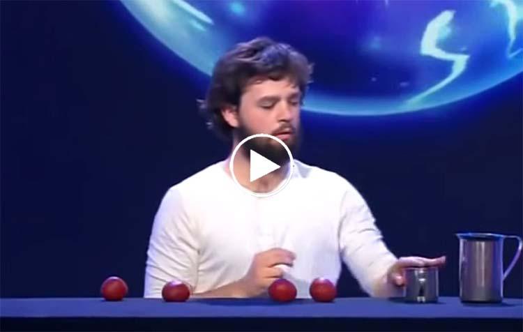 Ce magicien a les mains les plus habiles que vous n'avez jamais vues !